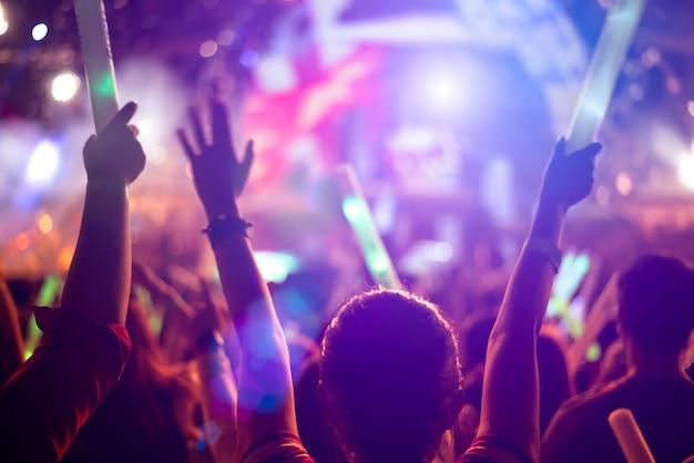 Festiwal muzyczny i koncepcja etapie oświetlenia