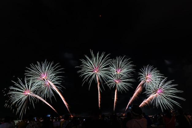 Festiwal sztucznych ogni w pattaya, tajlandia