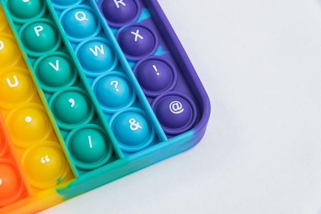 Fidget pop it to zabawkowy kolor tęczy - antystresowy, zabawny i edukacyjny