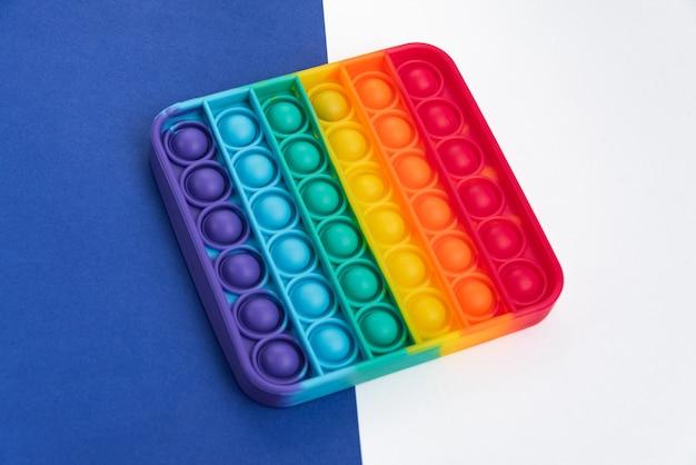 Fidget pop it toy kolor tęczy - antystresowy, zabawny i edukacyjny