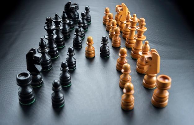 Figury szachowe zamontowane na czarnej powierzchni !!!