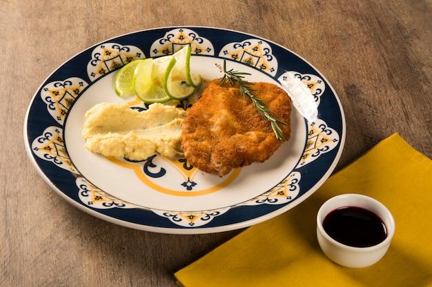 Filet wieprzowy wieprzowy z puree z batatów