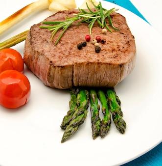 Filet wołowy z warzywami