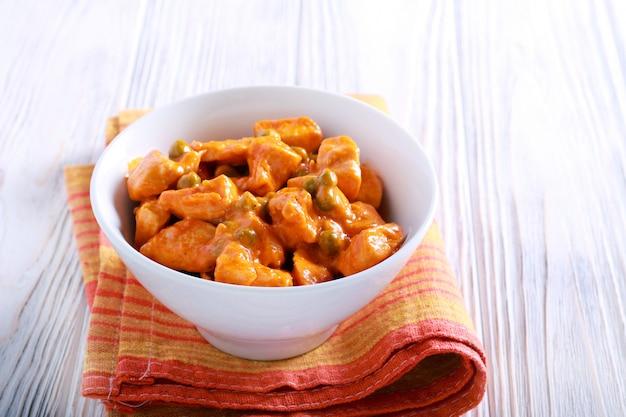 Filet z kurczaka i curry z groszkiem