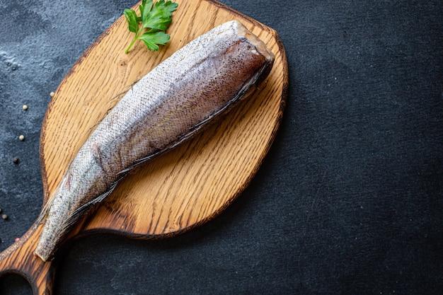 Filet z morszczuka surowa ryba owoce morza gotowe do spożycia