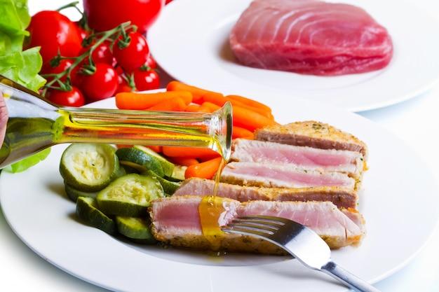 Filet z tuńczyka z warzywami