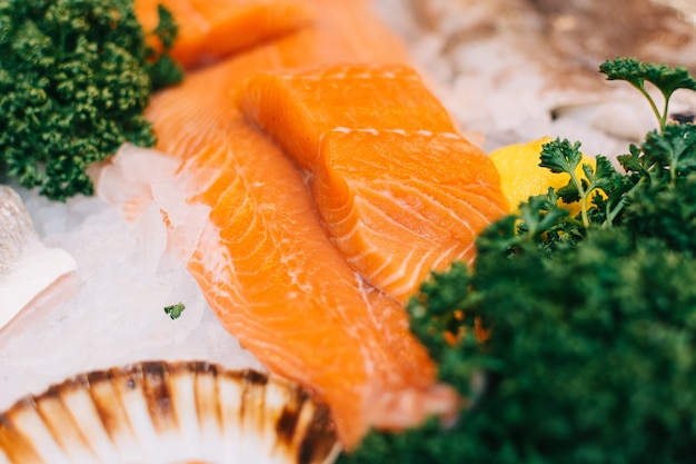 Filety morskie na targu rybnym