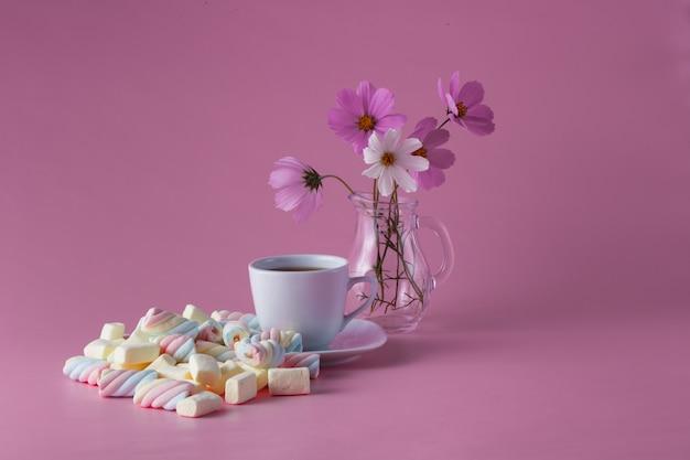 Filiżanka do herbaty z kolorowym ptasie mleczko