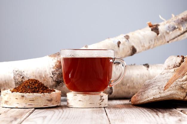 Filiżanka herbaty chaga silny antyoksydant wzmacnia układ odpornościowy ma jakość detoksykacji poprawia trawienie