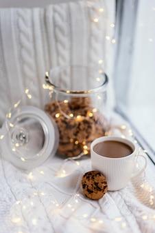 Filiżanka herbaty i ciasteczka