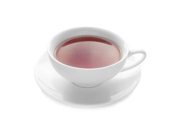 Filiżanka herbaty i spodek na białym tle