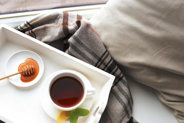 Filiżanka herbaty na łóżku