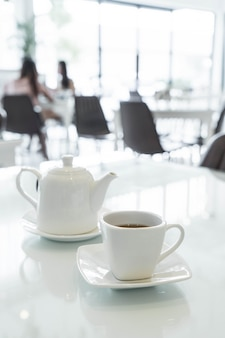 Filiżanka herbaty na stole