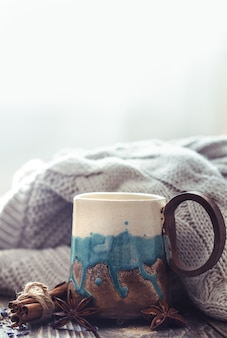 Filiżanka herbaty z swetrem