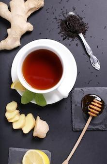 Filiżanka herbaty ze składnikami