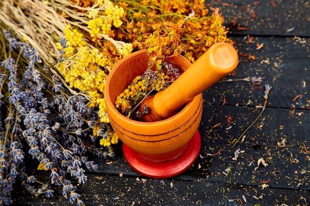 Filiżanka herbaty ziołowej - tutsan, szałwia, oregano, helichrysum, lawenda