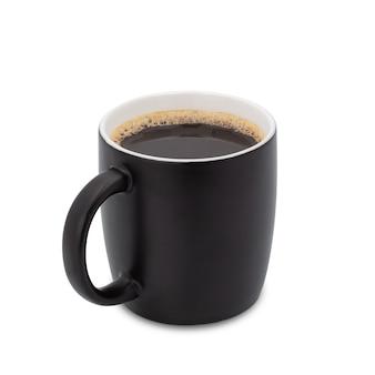 Filiżanka kawy, czarna filiżanka czarnej kawy na białym tle. ze ścieżką przycinającą.