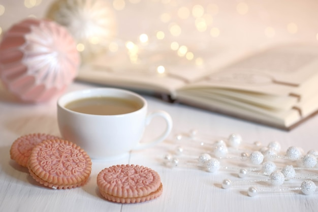 Filiżanka kawy i ciasteczka