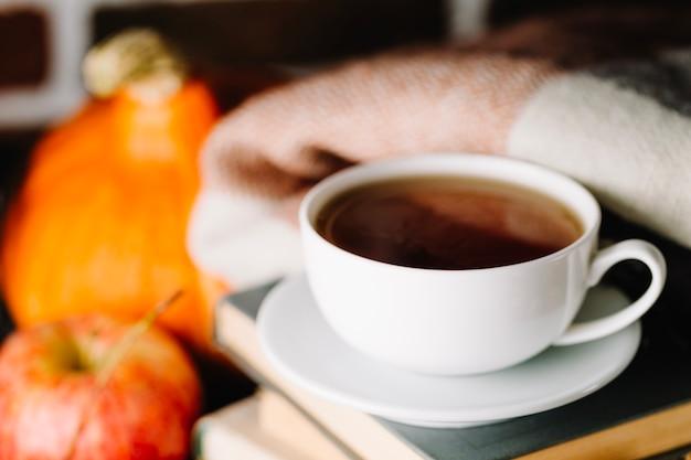 Filiżanka kawy i książek