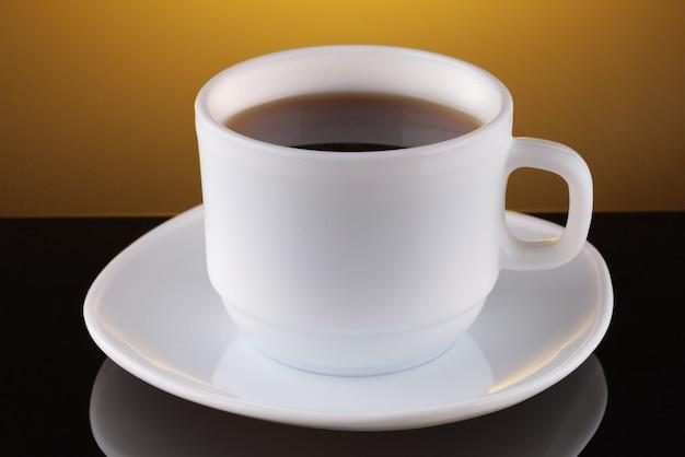 Filiżanka kawy na pięknym tle