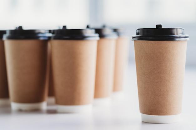 Filiżanka kawy stała obok innych