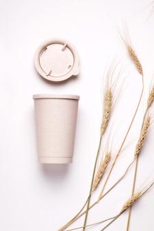 Filiżanka kawy wielokrotnego użytku z kłosami pszenicy