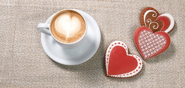 Filiżanka kawy z ciasteczkami