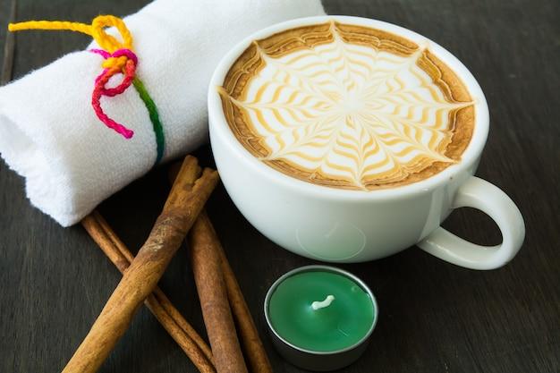 Filiżanka kawy z latte art