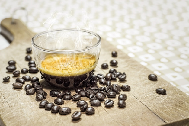 Filiżanka kawy z ziaren kawy