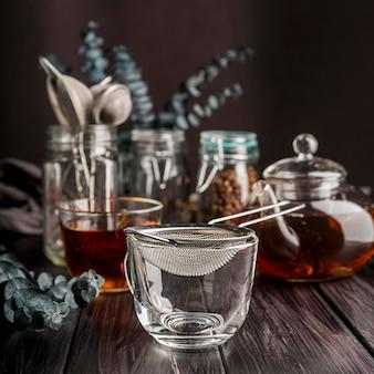 Filiżanka z herbacianymi ziołami