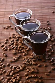 Filiżanki do kawy z ziaren kawy