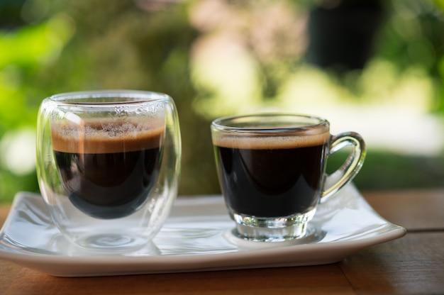 Filiżanki espresso na stole