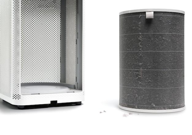 Filtr oczyszczacza powietrza ma dużo kurzu po dłuższym użytkowaniu na białym tle