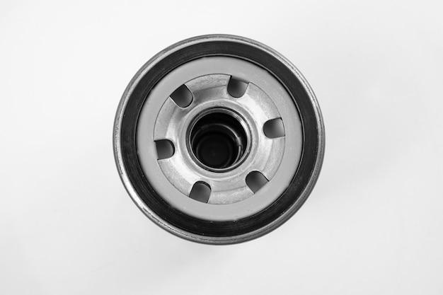 Filtr oleju samochodowego do usuwania zanieczyszczeń z silnika, skrzyni biegów, smarów, płynów hydraulicznych. sklep z częściami samochodowymi. warsztat samochodowy