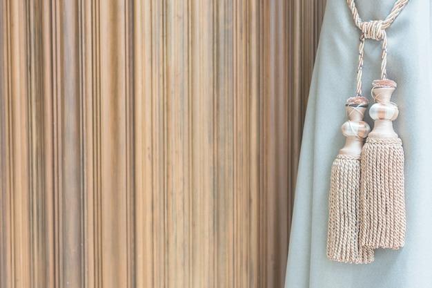 Filtr tle włókienniczych brązowym pomponem
