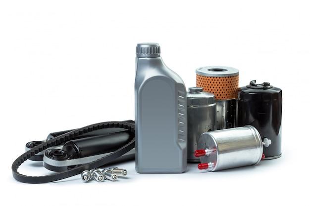Filtry oleju samochodowego i olej silnikowy mogą na białym tle