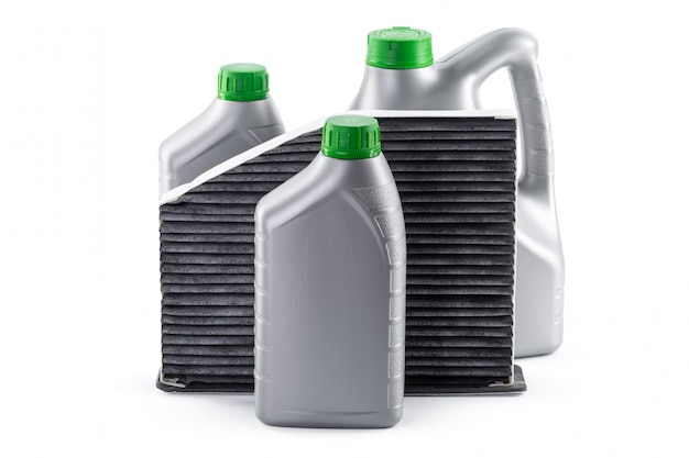 Filtry samochodowe i olej silnikowy można na białym tle