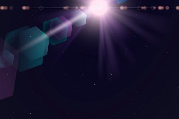 Fioletowa flara obiektywu z jasnoniebieskim efektem ducha sześciokąta na ciemnym tle