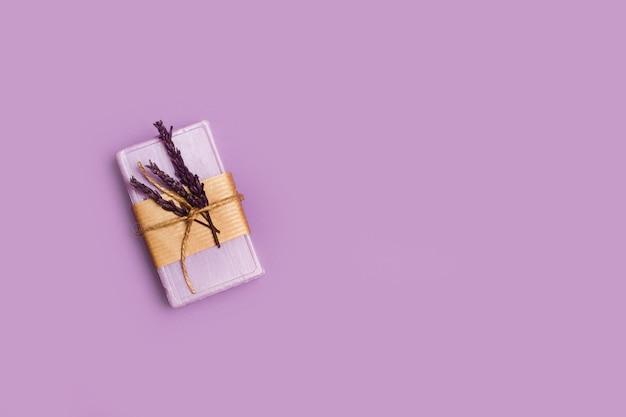 Fioletowa kostka mydła