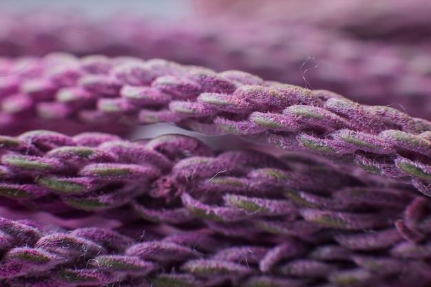 Fioletowe nitki zamykają się pod mikroskopem
