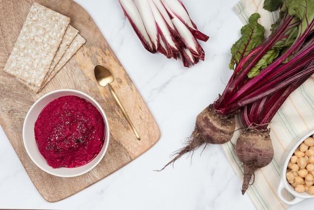 Fioletowy hummus z czerwoną kapustą, fioletowa kapusta idealna przekąska do diet