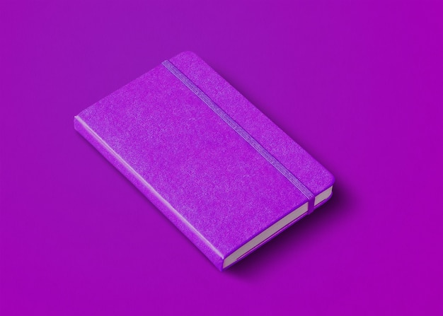 Fioletowy makieta zamkniętego notebooka na białym tle na kolorowym tle
