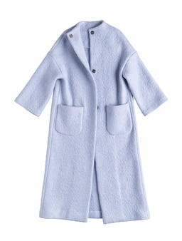 Fioletowy płaszcz damski na białym tle