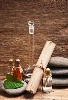 Fiolki olejków perfum w starym laboratorium zapachowym