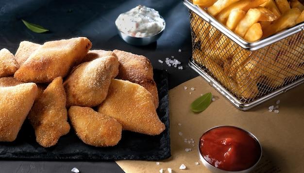 Fish and chips - tradycyjne brytyjskie jedzenie
