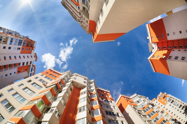 Fisheye shot nowych budynków mieszkalnych