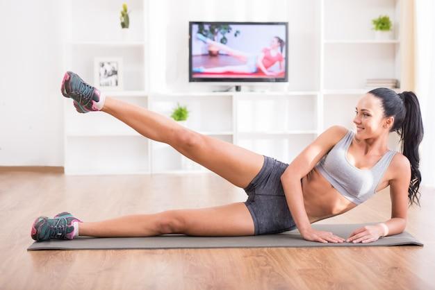 Fitness, trening, zdrowy tryb życia i koncepcja diety.