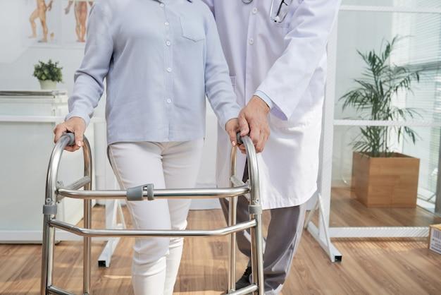 Fizjoterapeuta mając spotkanie