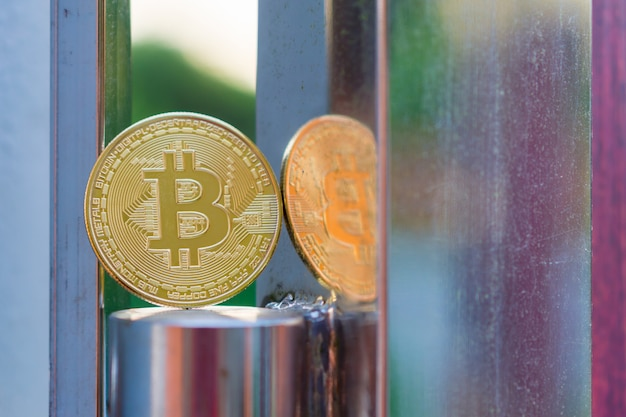 Fizyczna złota bitcoin waluta cyfrowa
