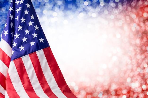 Flaga amerykańska i bokeh tło z kopii przestrzenią